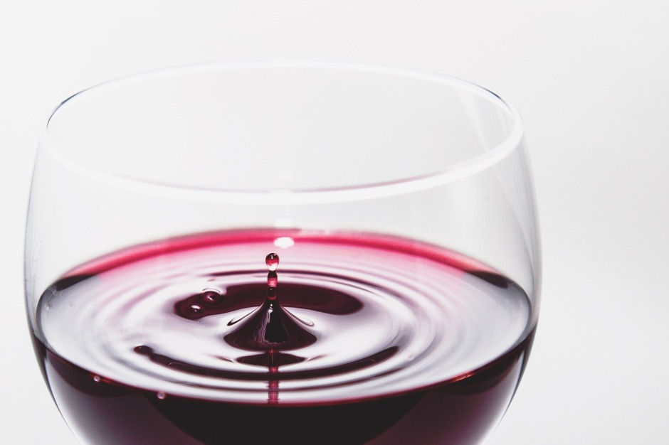 Recent research, published in Frontiers in Nutrition, investigates the molecular mechanisms underlying the neuroprotective actions of wine.