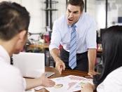 Image of a boss yelling at his employees.坏的领导人并不仅仅归咎于糟糕的结果——追随者可以使情况变得更糟。On the flipside,追随者和领导人可以缓冲不良影响组织的功能。研究发表在心理学领域。万博亚洲体育