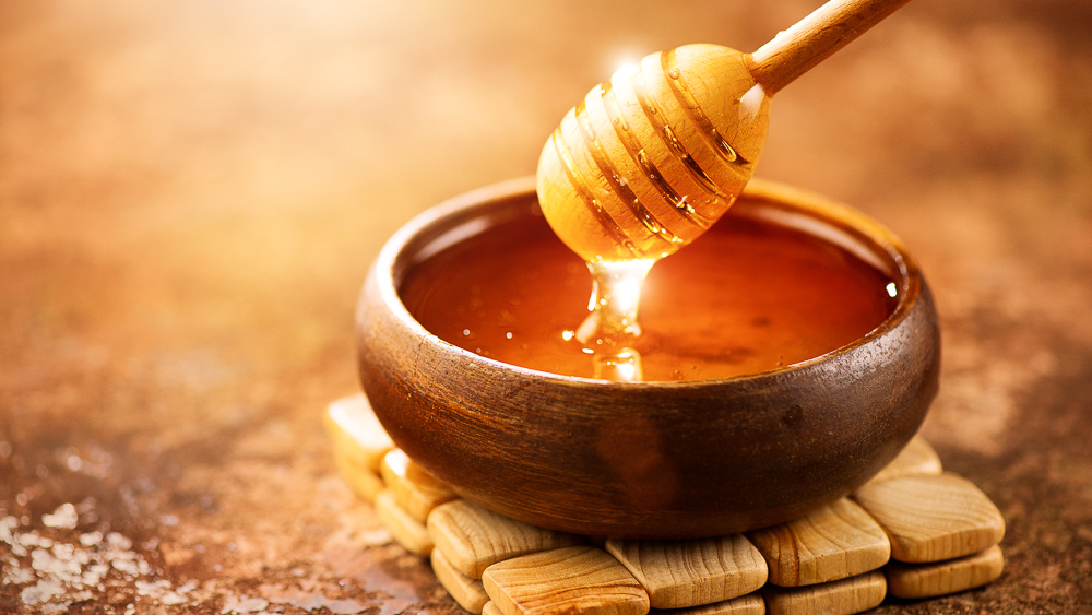 Image of honey dripping. Layering minute amounts of Manuka honey between layers of surgical mesh acts as a natural antibiotic that could prevent infection following an operation, finds study in Frontiers in Bioengineering and Biotechnology.