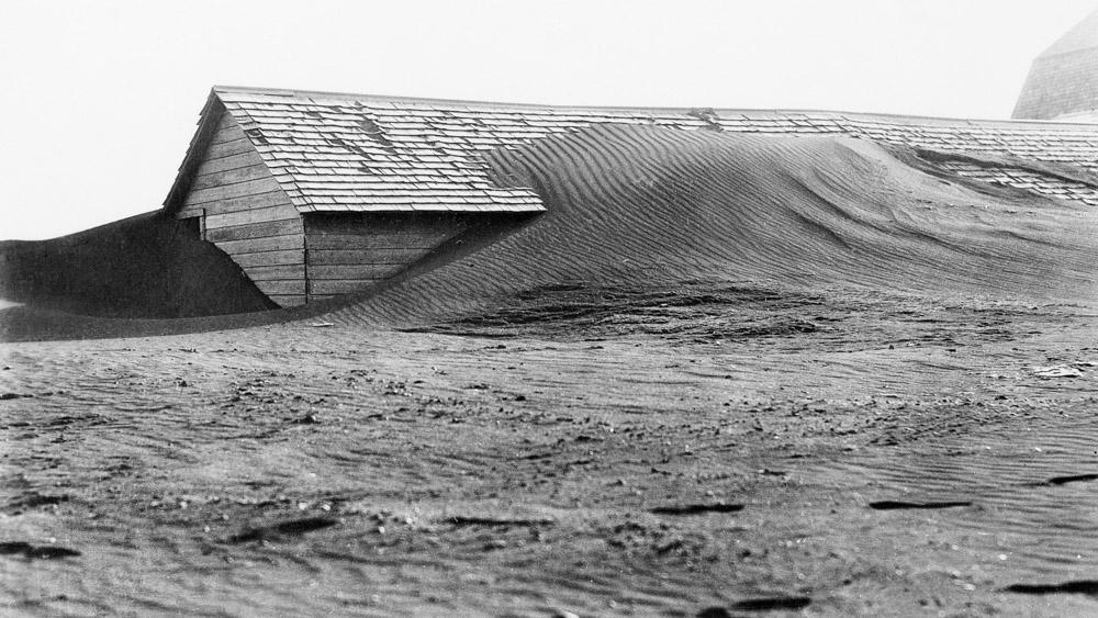 这是20世纪30年代美国沙尘暴中覆盖谷仓的景象。对美国农业的灾难性冲击将耗尽储备,包括其他国家的储备:可持续粮食系统的前沿。万博亚洲体育