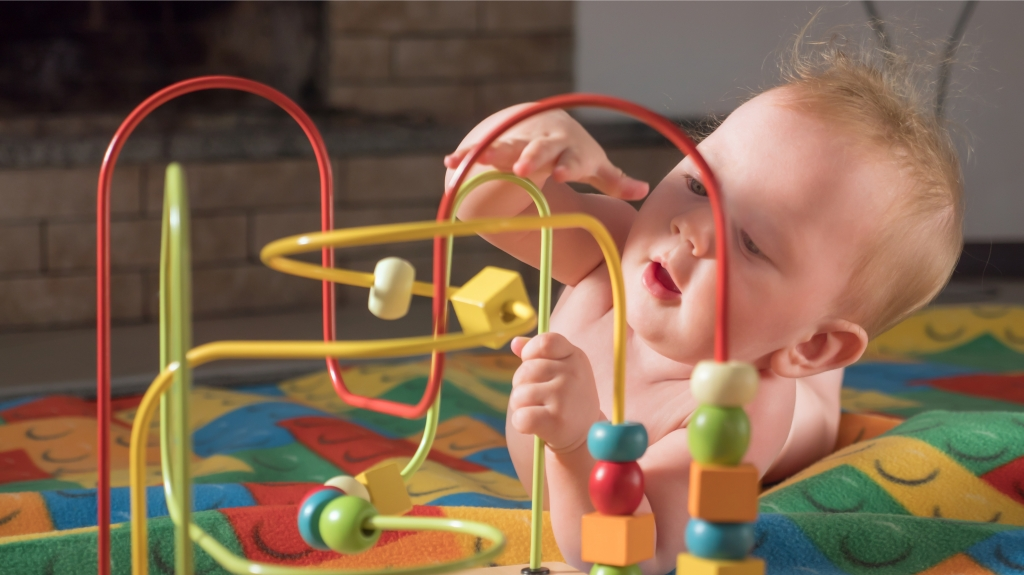 Image of a baby developing motor skills. Functional brain connectivity networks with behavioral relevance are already present in young infants, finds new study in Frontiers in Psychiatry.